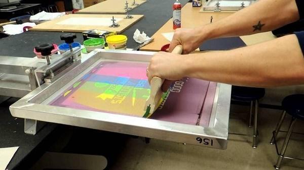 Công nghệ in kéo lụa cho chất lượng hình in sắc nét và tươi sáng